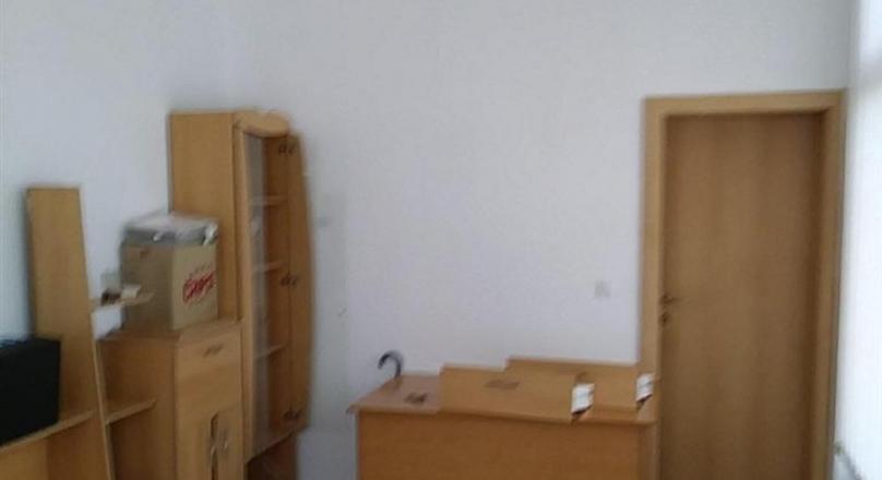 Poslovni prostor u prizemlju, površine 18m2